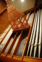church organ in worship